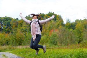 Srećna žena koja je shvatila da su mršavljenje i štitna žlezda povezani