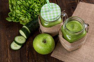 Zeleni frapei od jabuka i zelenog povrća.